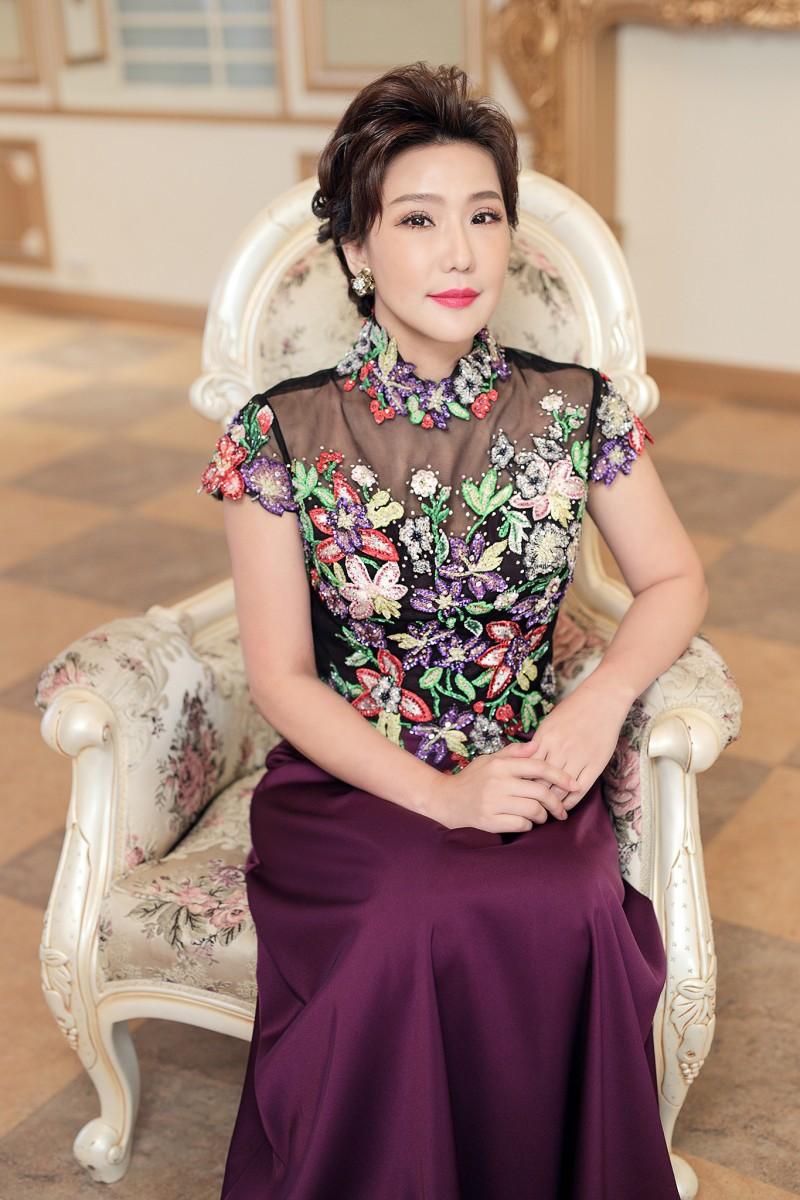 (台北媽媽禮服)C45紫歐美花草刺繡珠工立領長旗袍