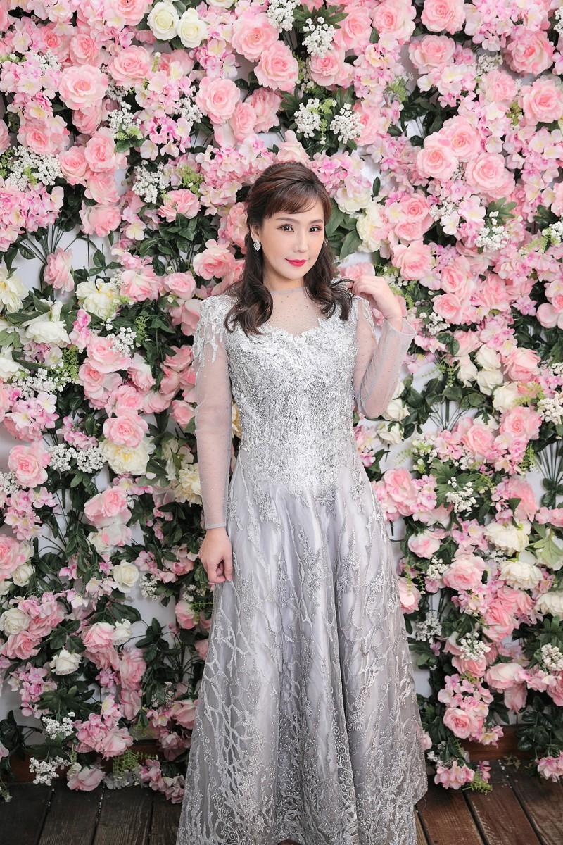 (台北媽媽禮服)M81銀水波紋刺繡亮鑽長禮服